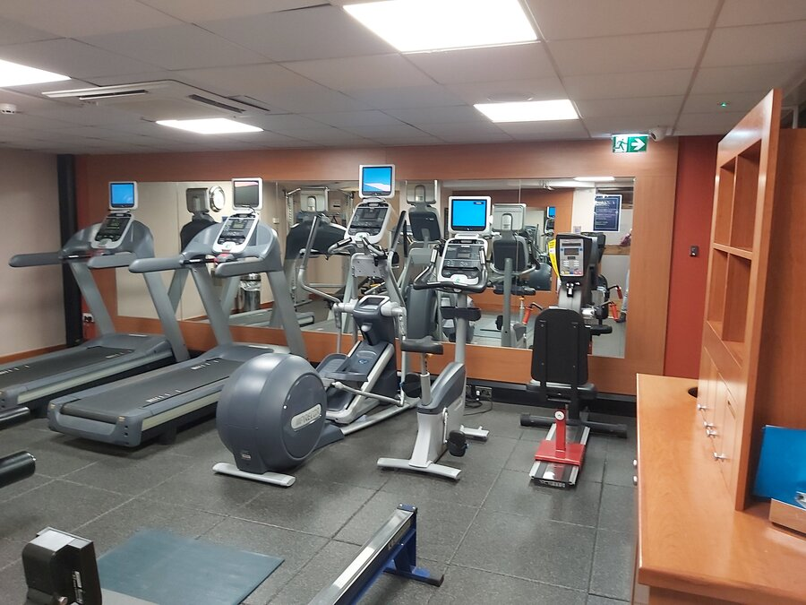 DoubleTree Manchester Airport gym