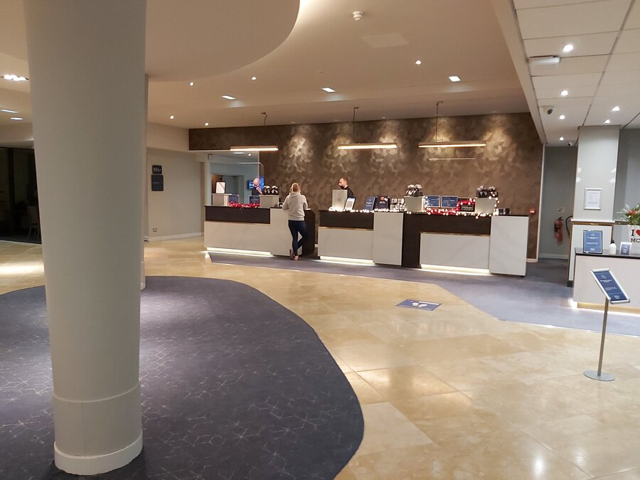 DoubleTree Manchester Airport lobby