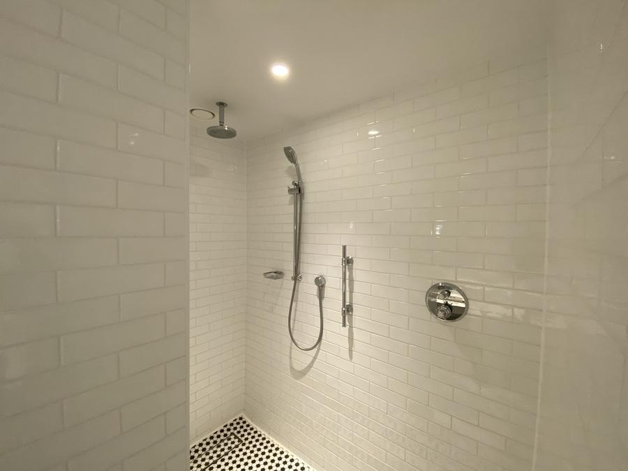 Lnondon Marriott County Hall shower
