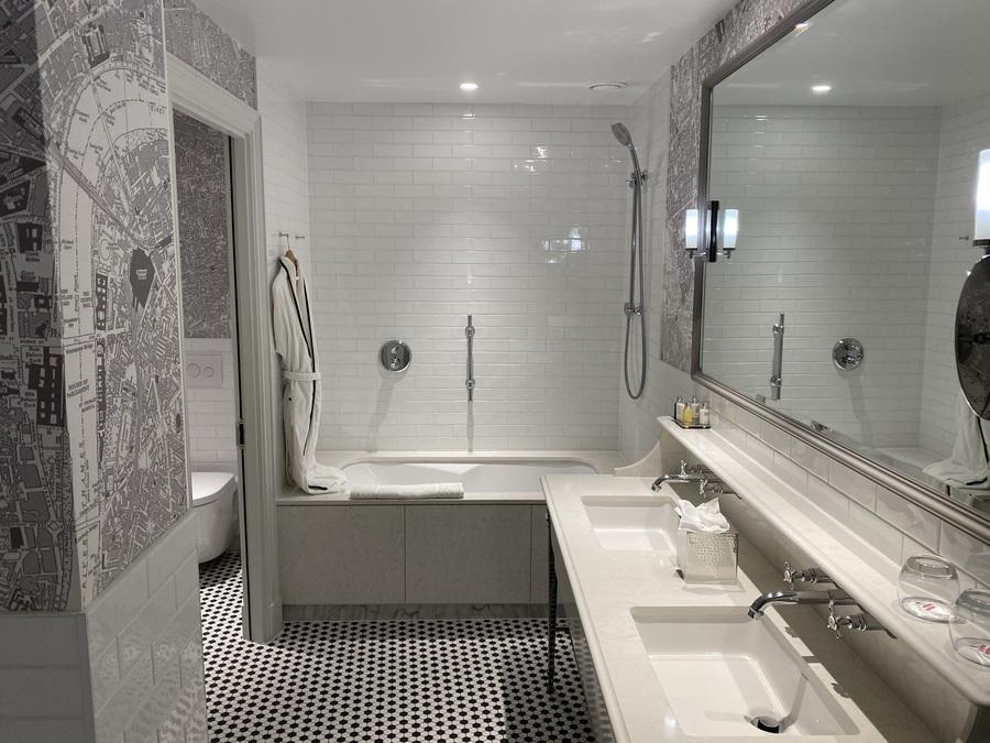 London Marriott County Hall bathroom