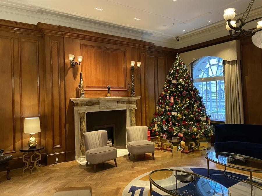 London Marriott County Hall lobby fireplace