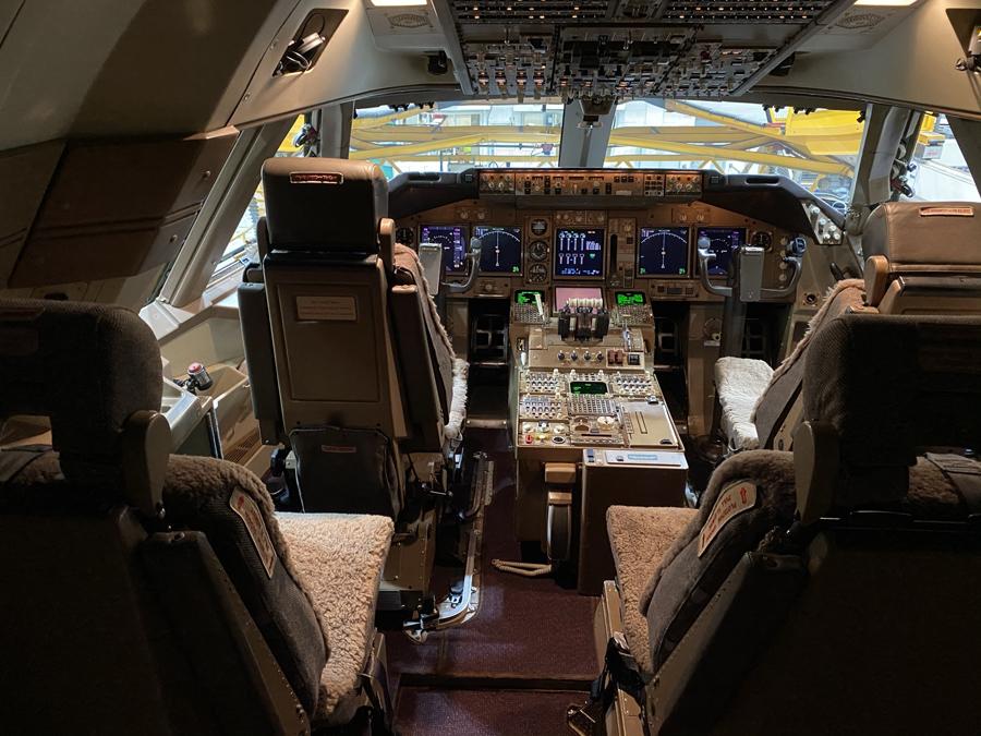 Virgin Atlantic 747 cockpit
