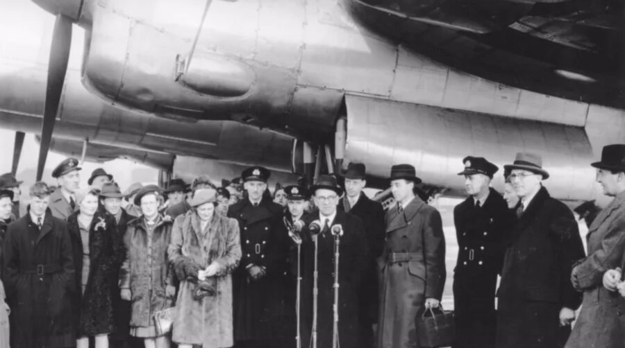 First flight from Heathrow 1946