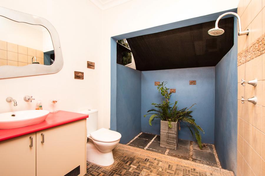 Australia Mandi outdoor bathroom