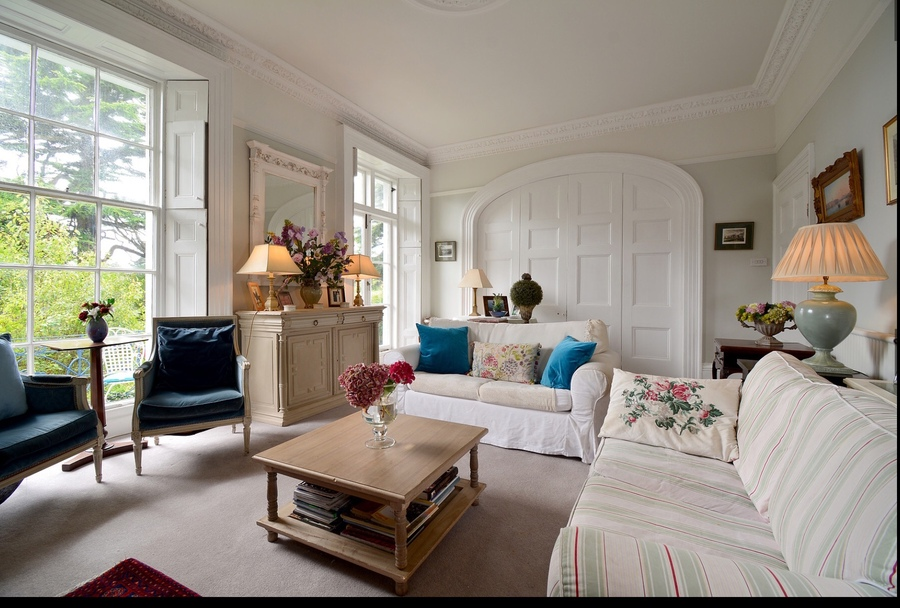 Plymouth_sitting room