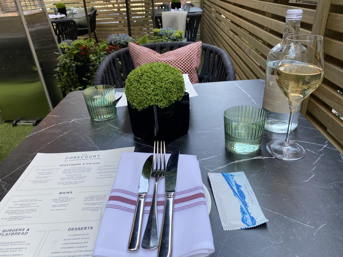 JW Marriott Grosvenor House forecourt dining 2