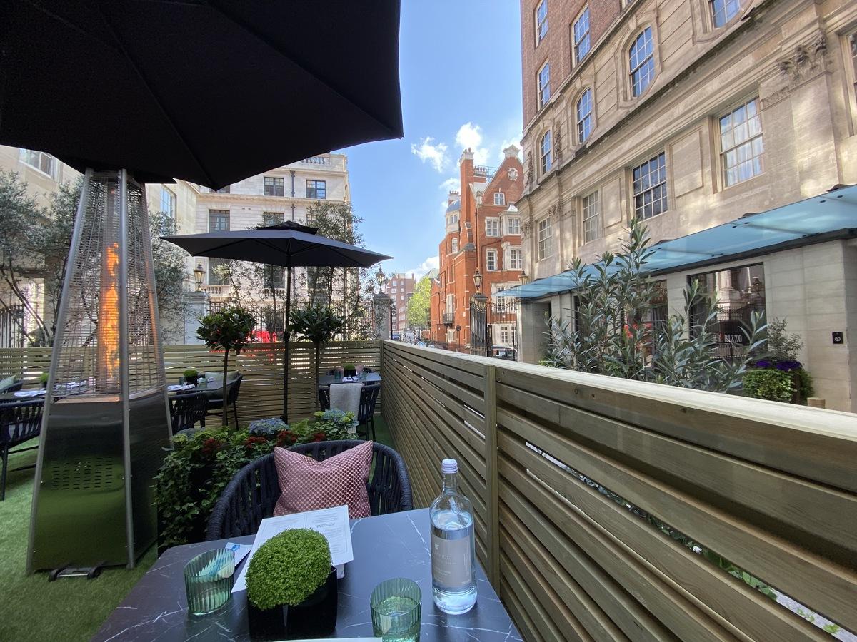 JW Marriott Grosvenor House forecourt dining view