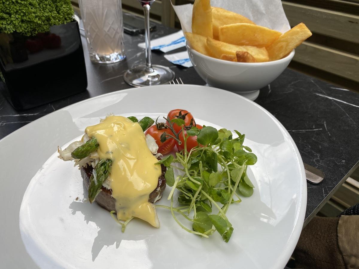 JW Marriott Grosvenor House forecourt filet steak Oscar