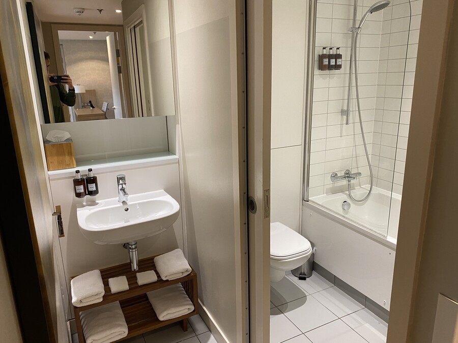 Residence Inn Edinburgh suite bathroom