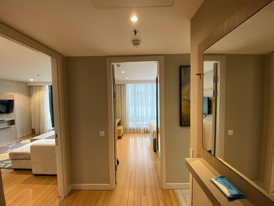 Residence Inn Edinburgh suite hallway