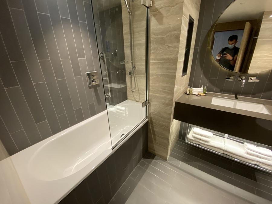 Hilton London Bankside bath