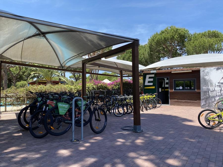 Pine Cliffs Europcar bike rental