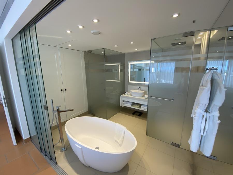 Pine Cliffs Ocean Suites bathroom