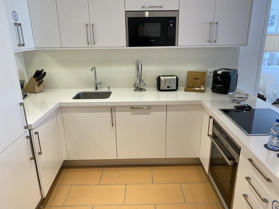 Pine Cliffs Ocean Suites kitchen