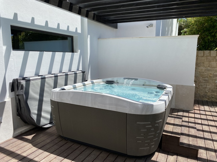 Pine Cliffs Serenity Spa Thermal Oasis hot tub