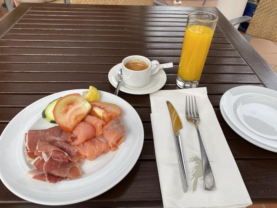 Pine Cliffs breakfast
