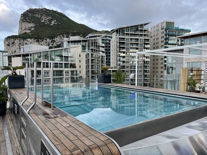Review Sunborn Yacht Hotel Gibraltar pool