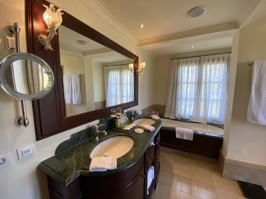 Castillo Hotel Son Vida heritage bathroom