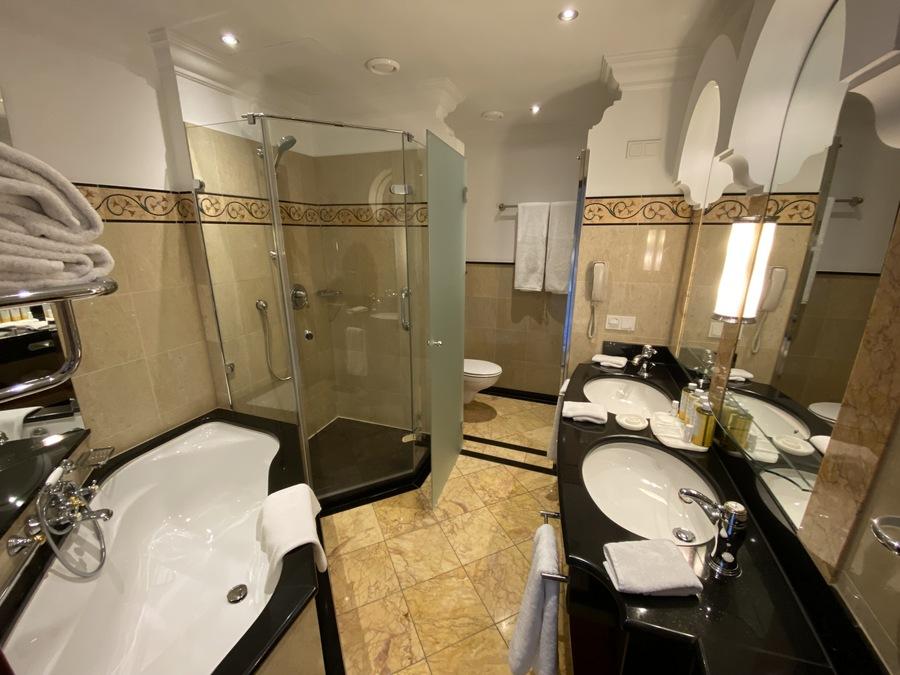 Castillo Hotel Son Vida modern bathroom
