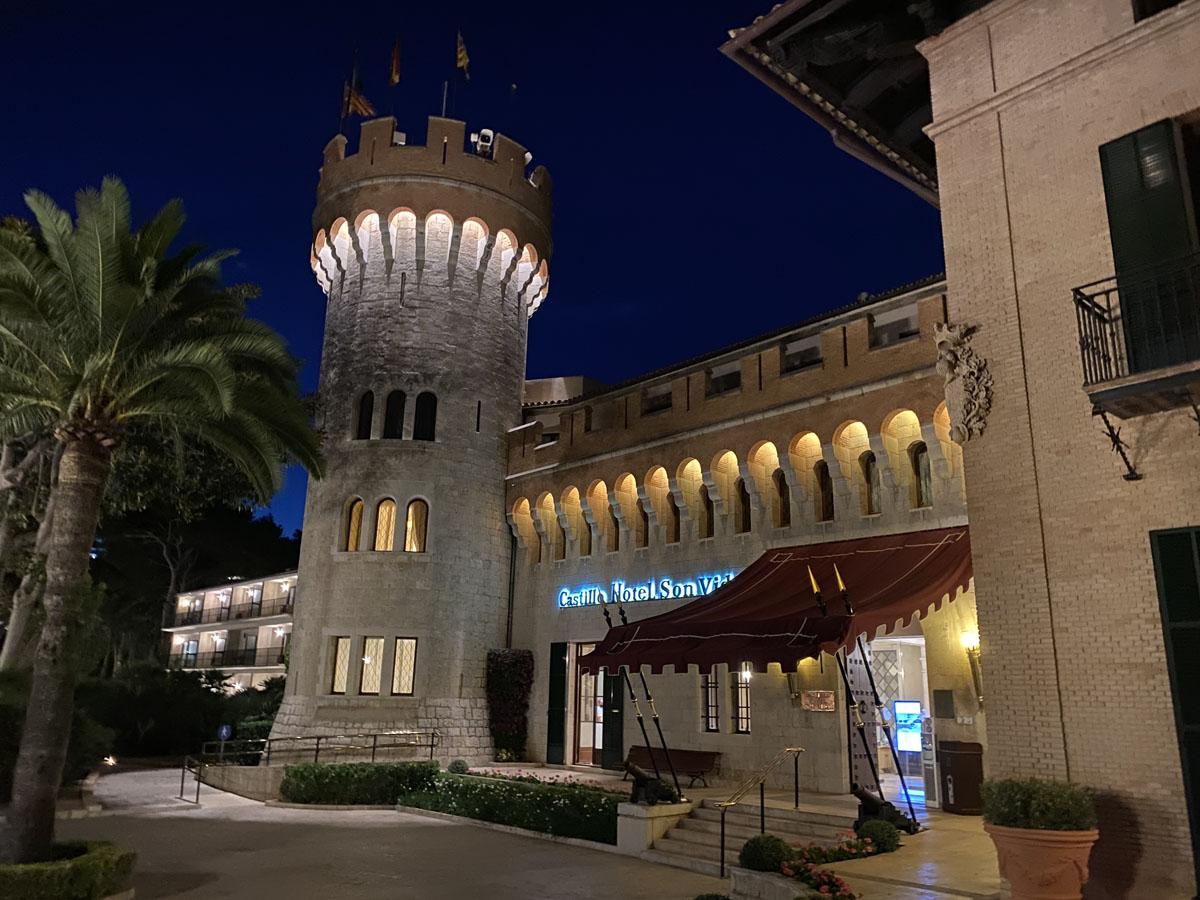 Castillo Hotel Son Vida night