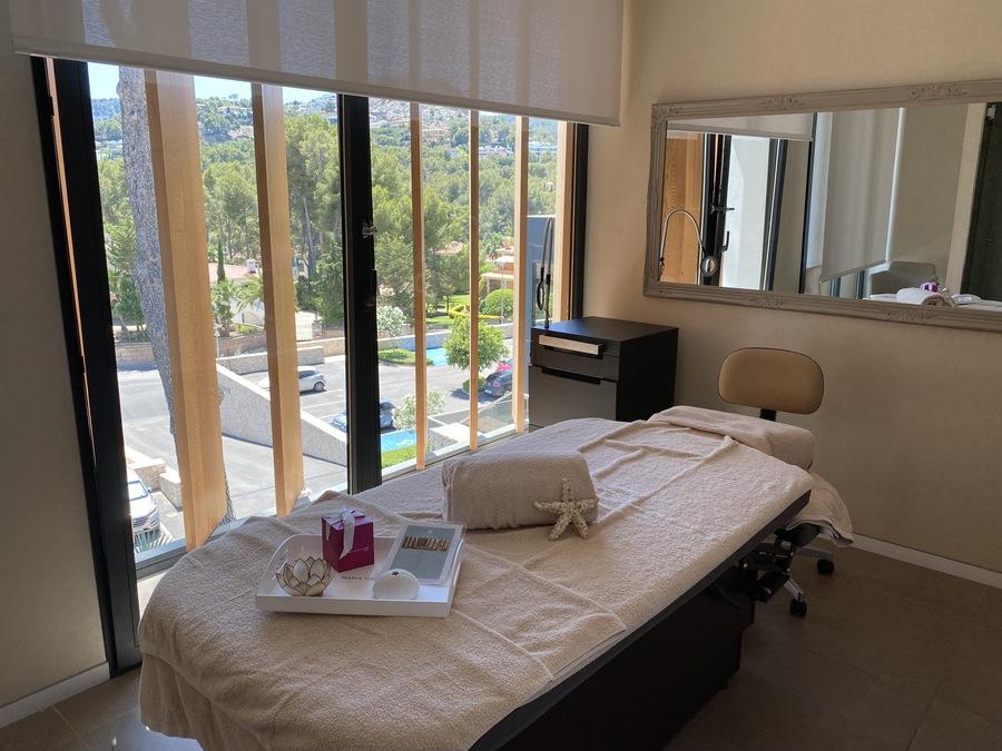 Castillo Hotel Son Vida spa treatment room