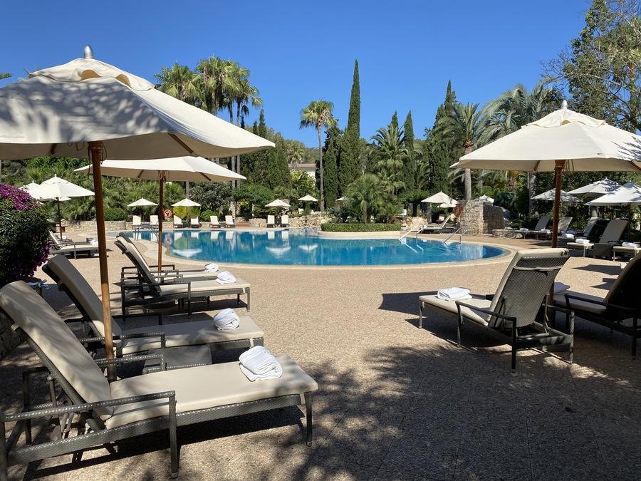 Sheraton Mallorca Arabella pool loungers