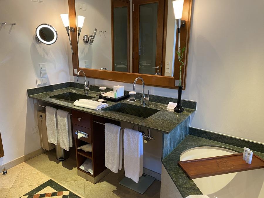 St Regis Mardavall bathroom