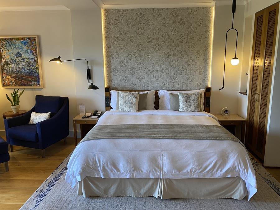 St Regis Mardavall bed