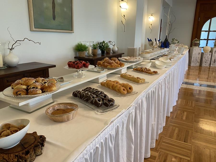 St Regis Mardavall pastries