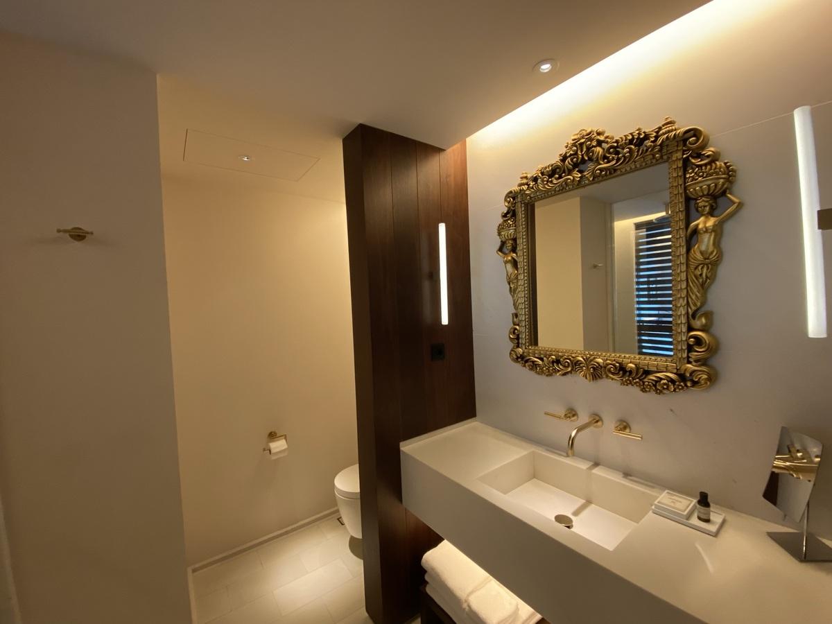 EDITION Barcelona bathroom