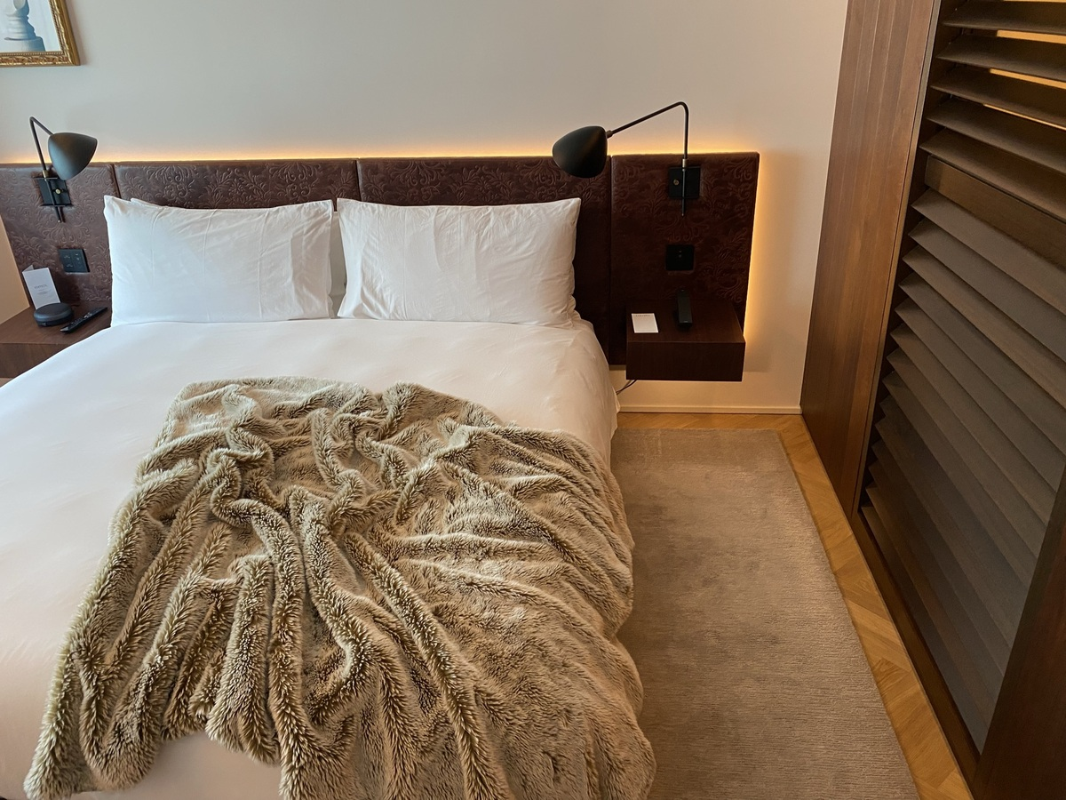 EDITION Barcelona bed