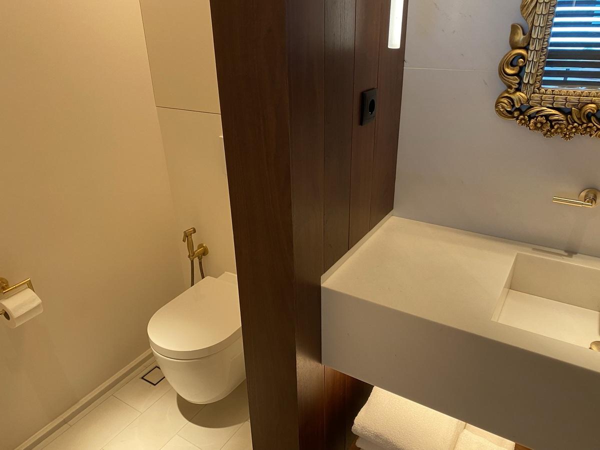 EDITION Barcelona toilet