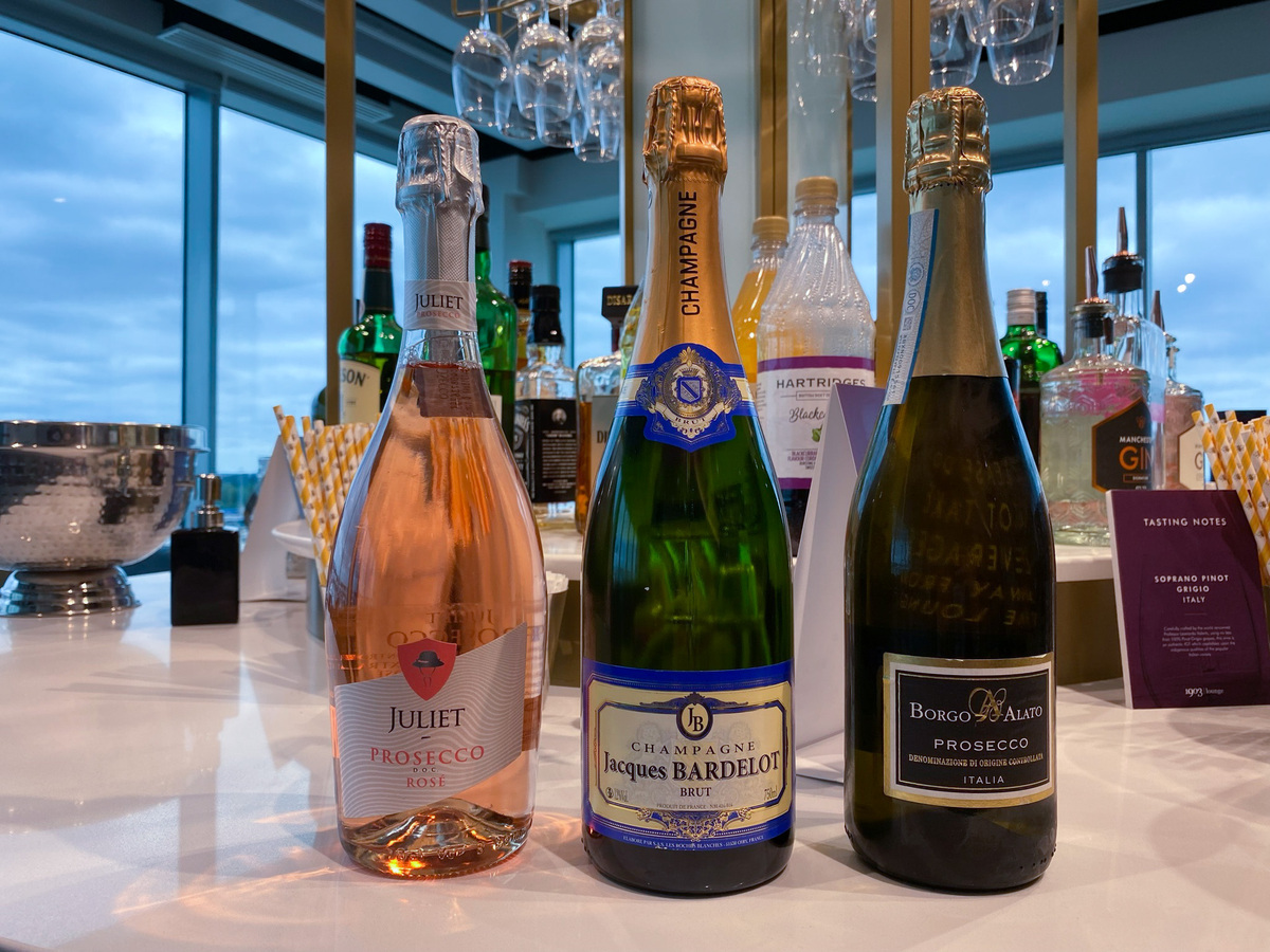 Manchester Terminal 2 1903 lounge champagne