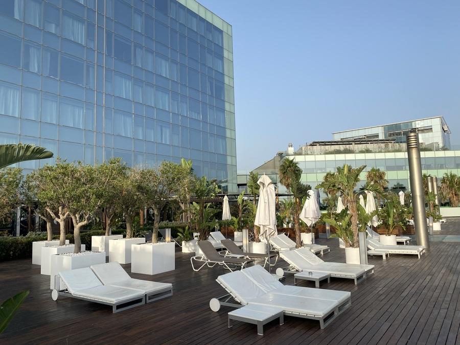W Barcelona loungers