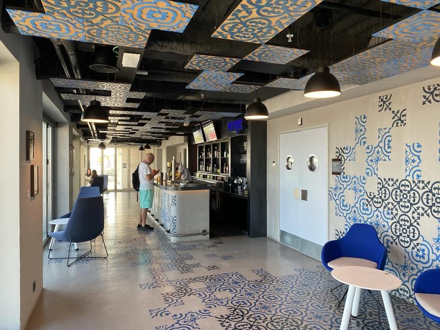 Aloft Madrid Gran Via bar inside