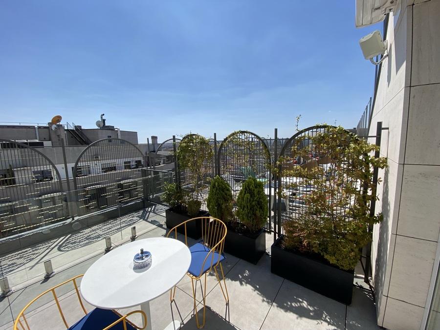 Aloft Madrid Gran Via terrace divider