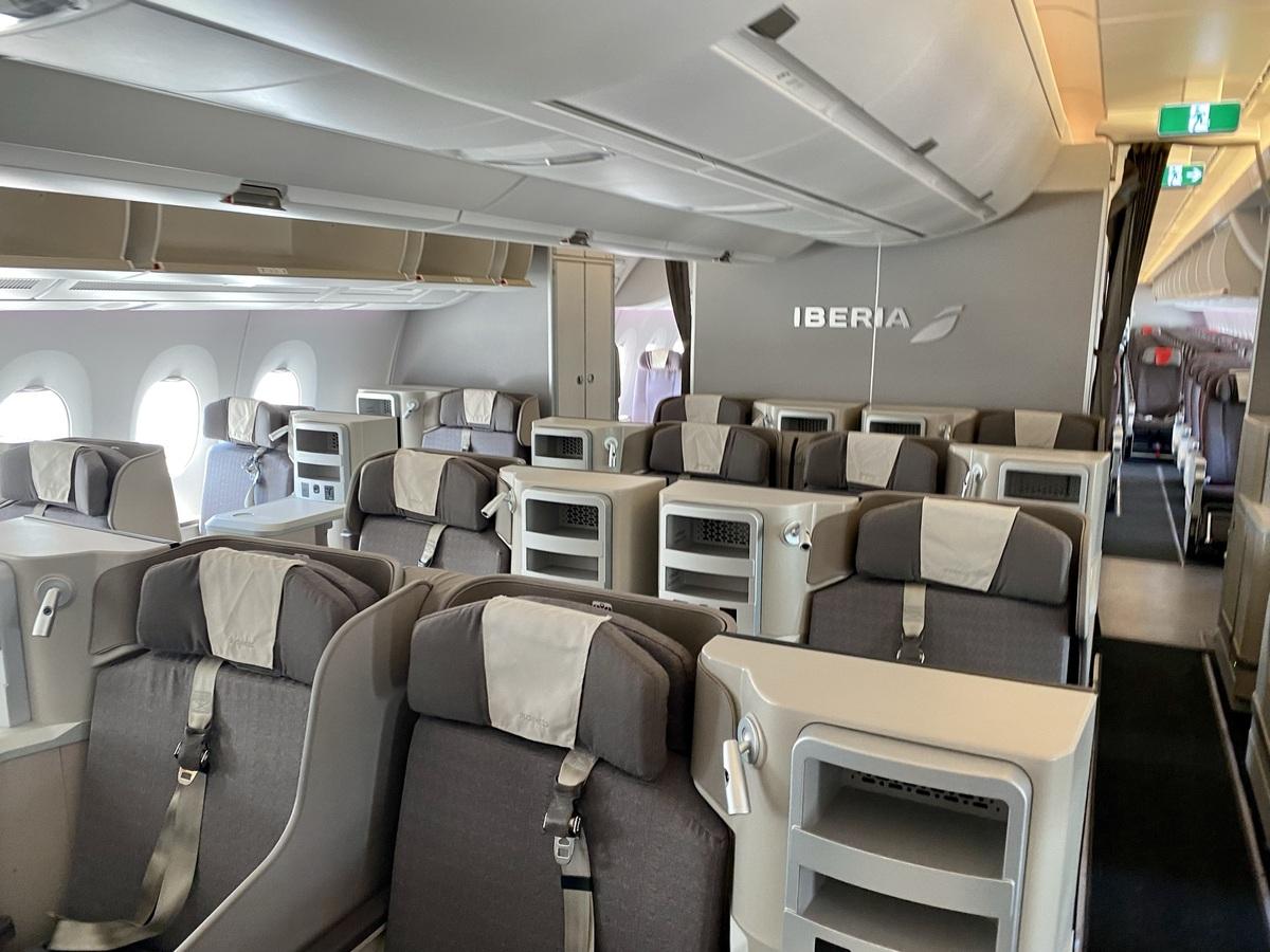 Iberia A350 business class cbain