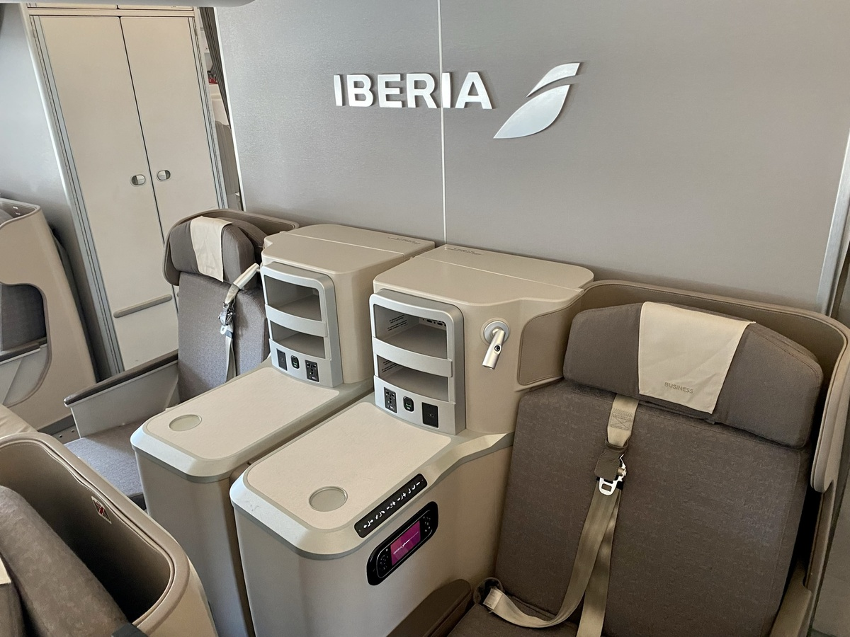 Iberia A350 business class middle pair