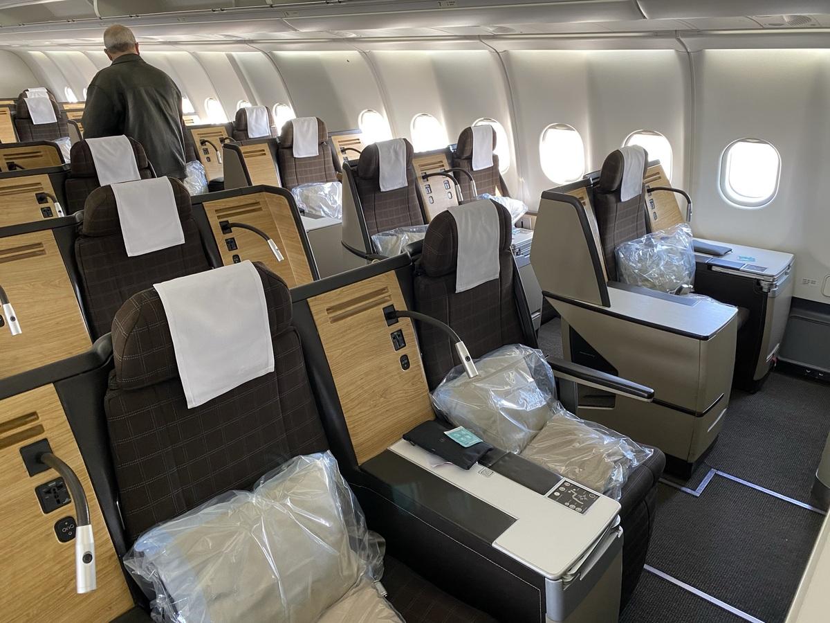 SWISS A330 business class cabin