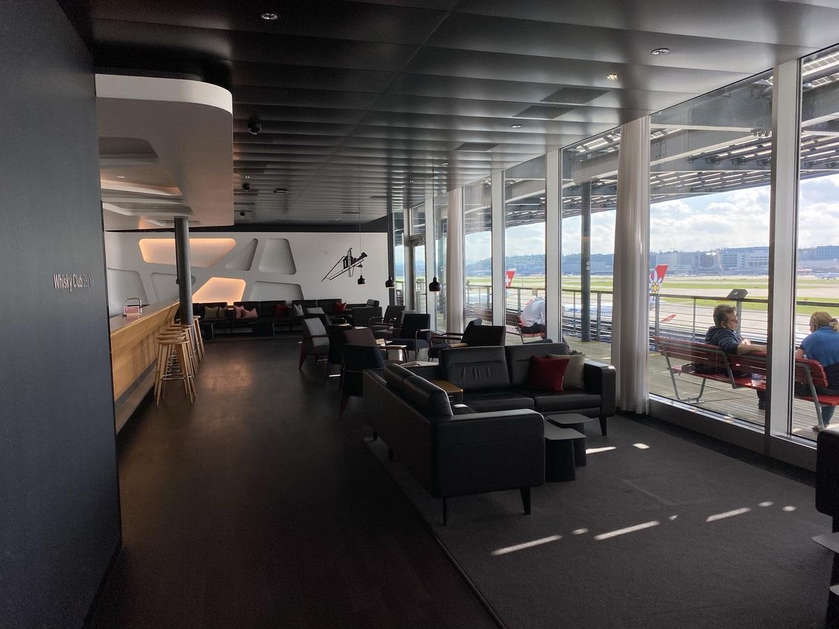 SWISS Senator Lounge Zurich Whiskey Club