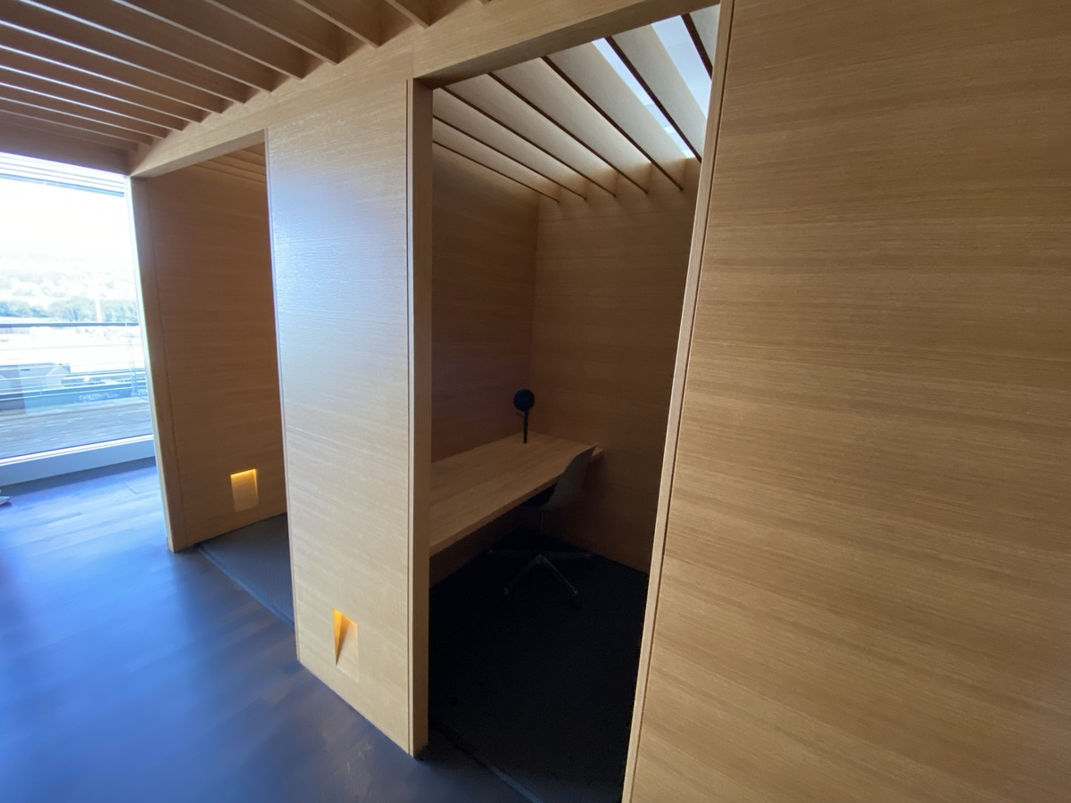 SWISS Senator Lounge Zurich business area
