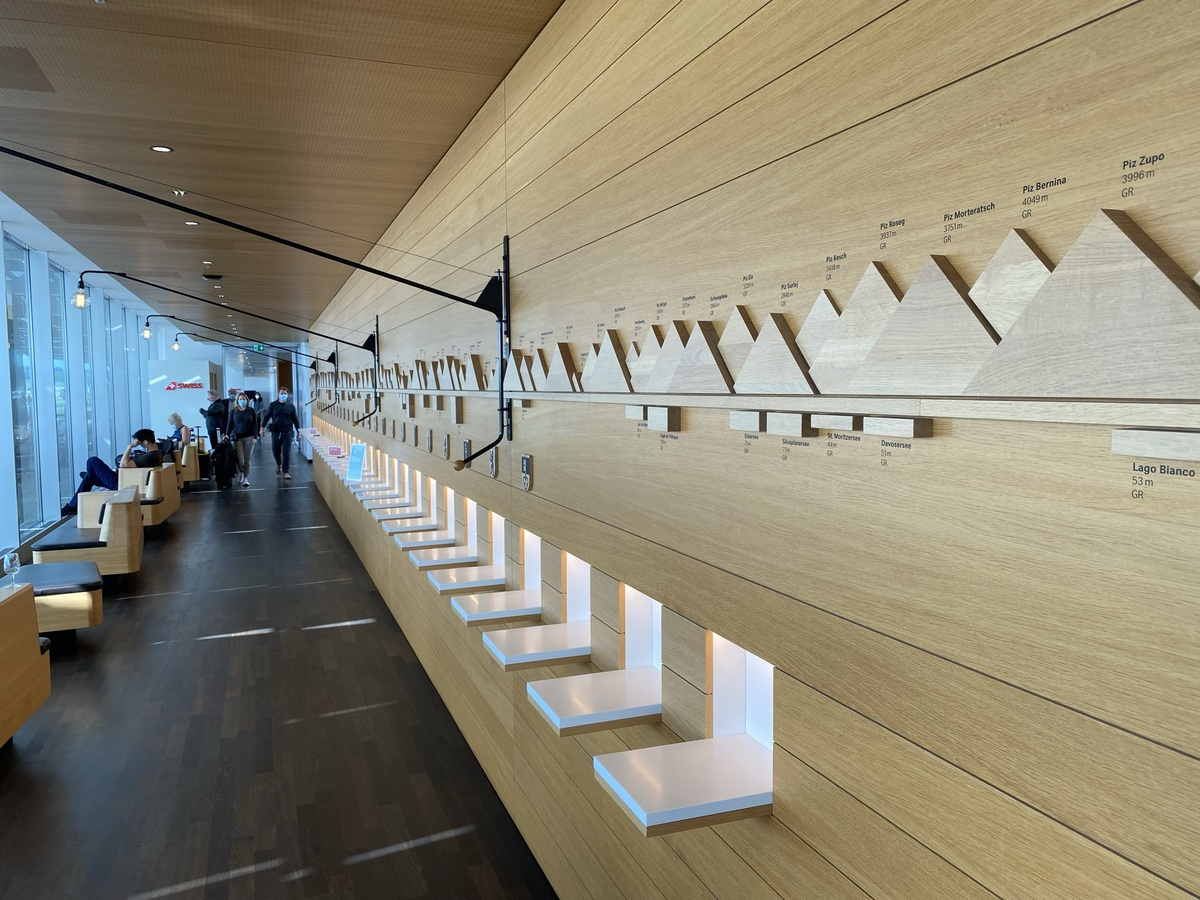 SWISS Senator Lounge Zurich corridor