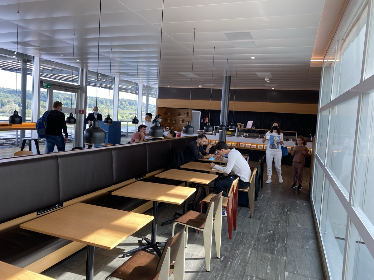 SWISS Senator Lounge Zurich dining area