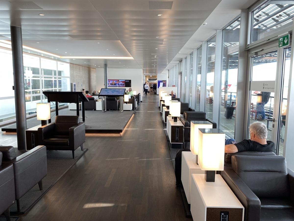 SWISS Senator Lounge Zurich interactive area