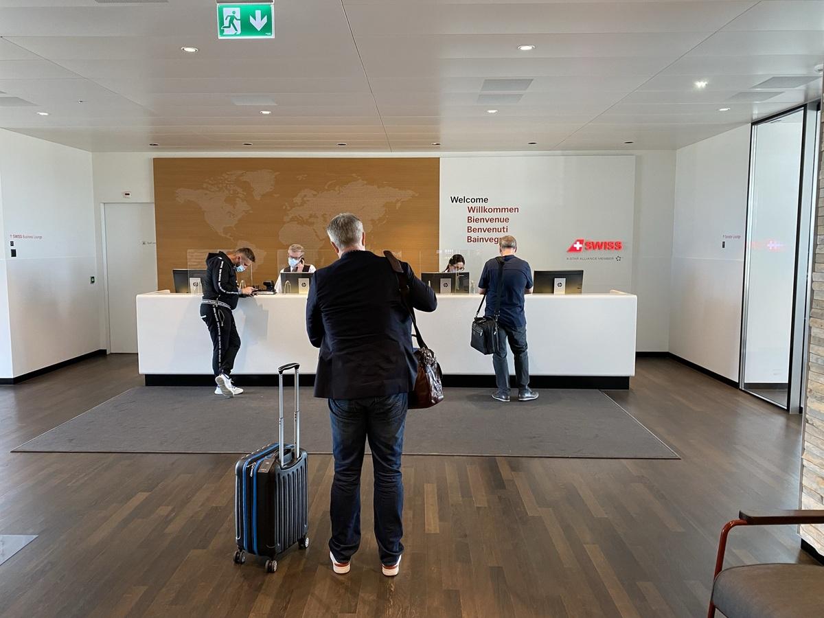 SWISS Senator Lounge Zurich reception